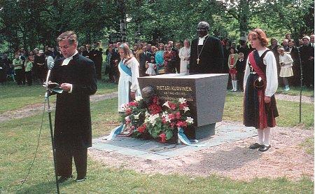 Muistomerkin paljastustilaisuus